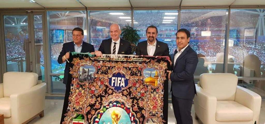 اهدا-فرش-جام-جهانی-فیفا-قالیشویی-ادیب