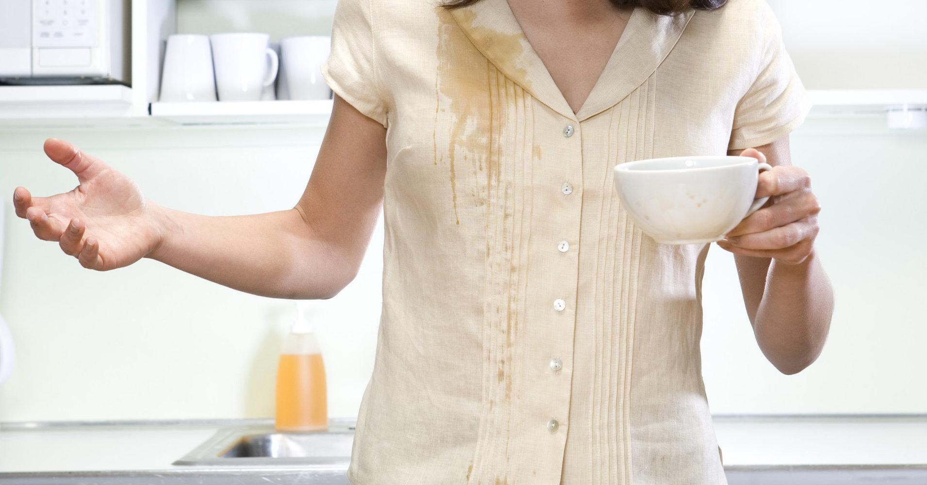 پاک-کردن-لکه-قهوه-چای-از-لباس-قالیشویی-ادیب