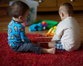 خطرات-شامپو-فرش-بر-کودکان