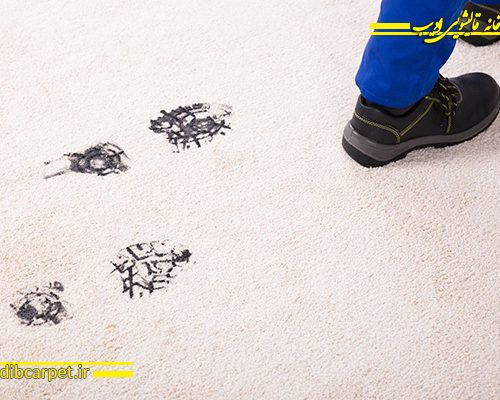 بد رفتاری با فرش